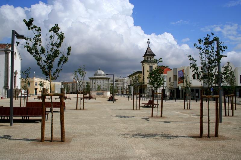 Largo de S. João, onde decorrem as gravações de algumas cenas de Santa Bárbara