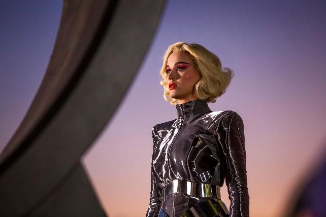 «Chained to the Rhythm»: Já viu o novo vídeo de Katy Perry?