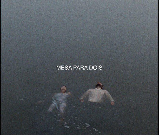 """""""Mesa Para Dois"""" é o primeiro single do novo álbum de Agir"""